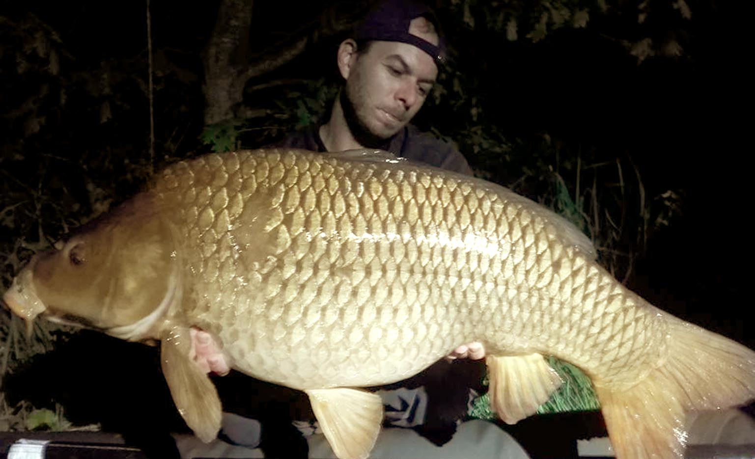 Yannick Ducret - Field Tester - Caught on Dynamic Washed Out Mango & Cream Boilies